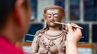 Tibetan craftsman keeps ancient art alive with clay figurines