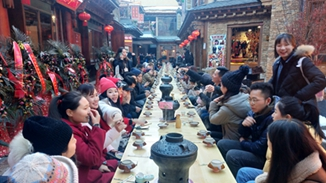 Long-table feast held in Shangri-La for new year