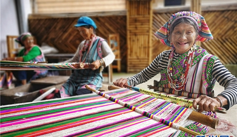 Women with facial tattoos lead a happy life in NW Yunnan